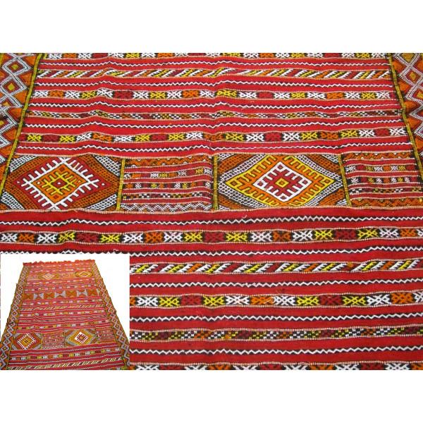 tapis amazigh tiss la main par des familles rurales du nord marocain. Black Bedroom Furniture Sets. Home Design Ideas